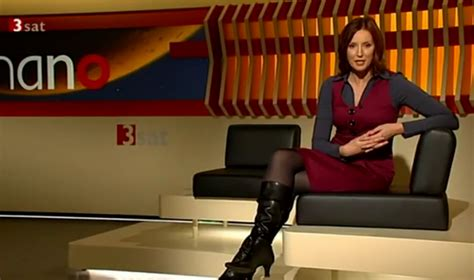 THE APPRECIATION OF BOOTED NEWS WOMEN BLOG : Mehr Kristina