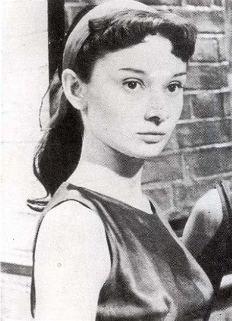 30 Photos of Audrey Hepburn When She Was Young