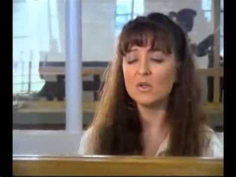 """Darlie Routier Sings """"You're Still the One"""" to Her Son"""