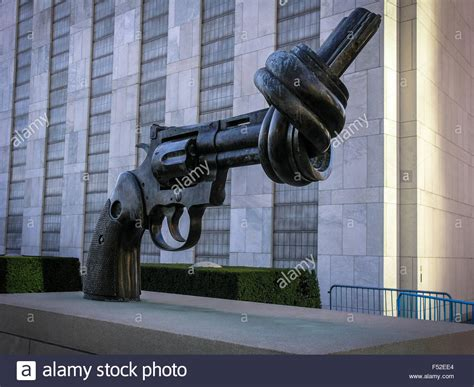 Knotted Gun sculpture in front of the United Nations