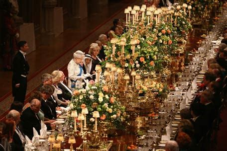 Royal banquet: Queen takes centrestage - Lifestyle